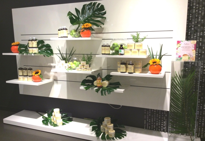 FVM-Beauty-wall-shelf-display