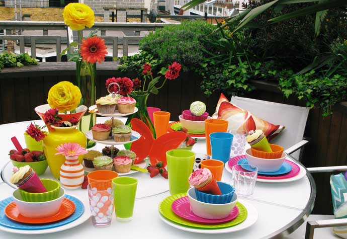 Visual Merchandising Styling- Table picnic