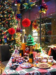 Christmas Visual Merchandising-TV-AM-xmas dinner table