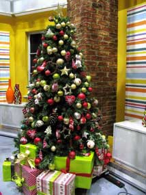 Christmas Visual Merchandising-TV-AM-Studio.-Xmas-tree